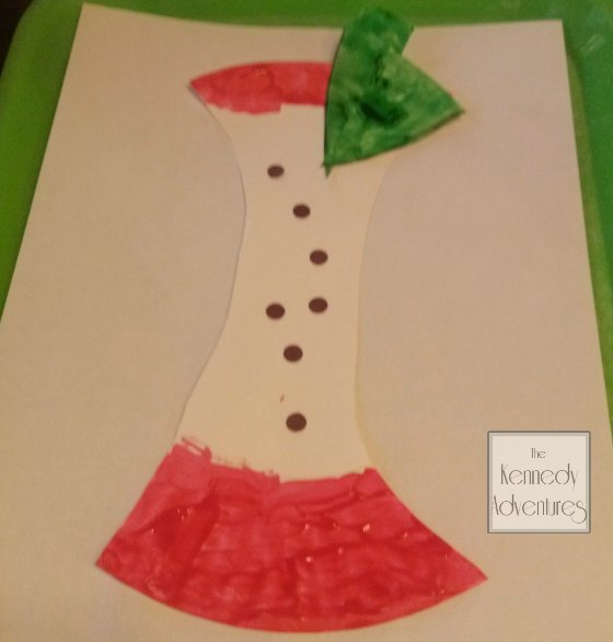 paper plate apple craft #playfulpreschool