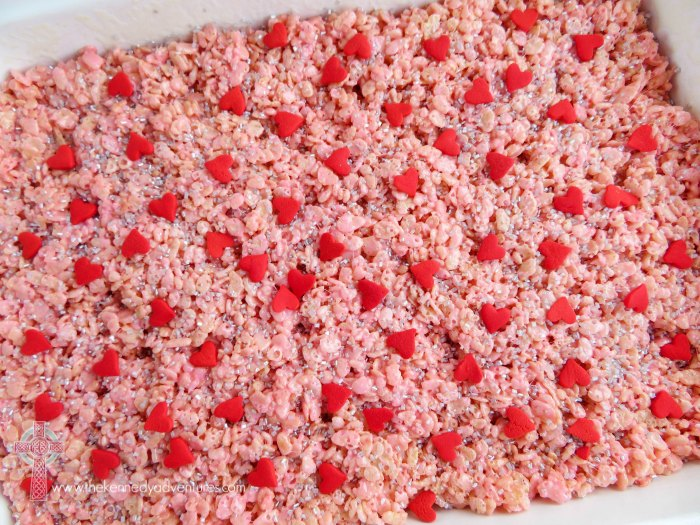Mixing up a treat for Valentine's Day parties? These Valentine's Day Rice Krispie treats are delicious and super easy.