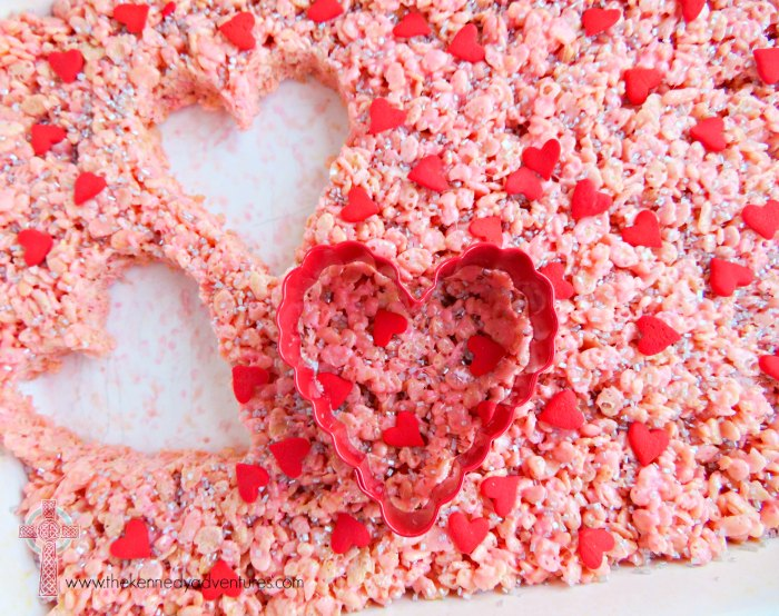 Have fun with your family making these Valentine's Day Treats! Easy and delicious!