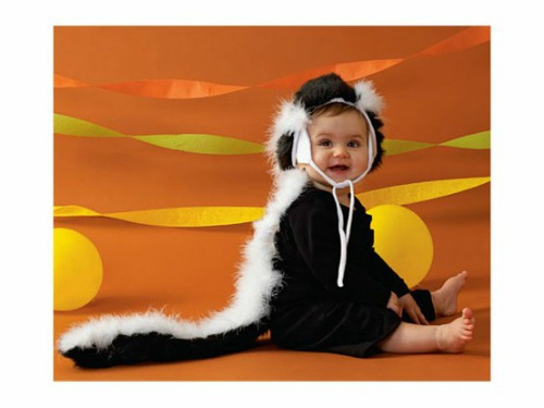 easy skunk costume