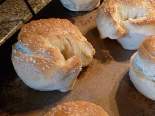 easy breakfast ideas to take to new moms - homemade bagels