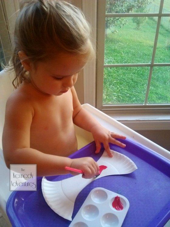 painting paper plate apple craft #playfulpreschool