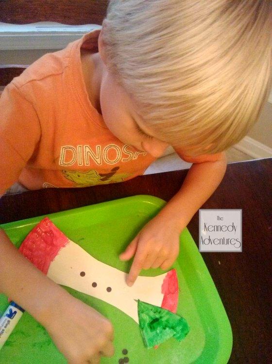 paper plate apple craft #playfulpreschool