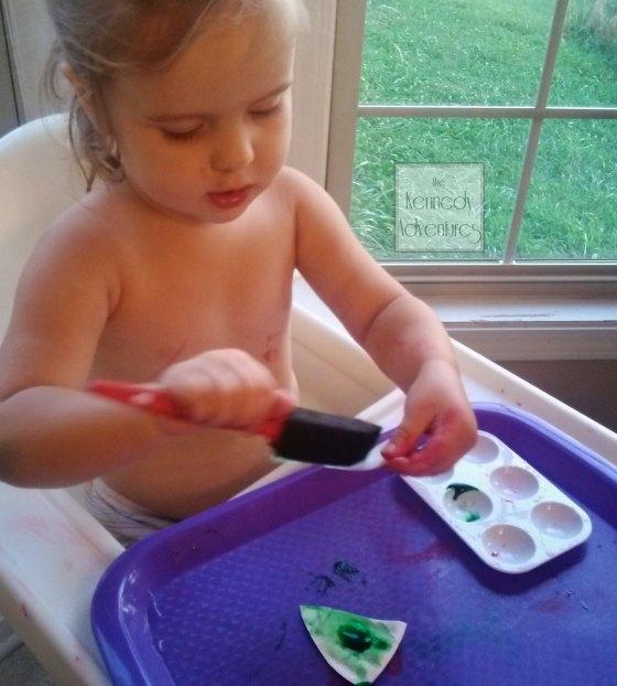#playfulpreschool apple paper plate craft