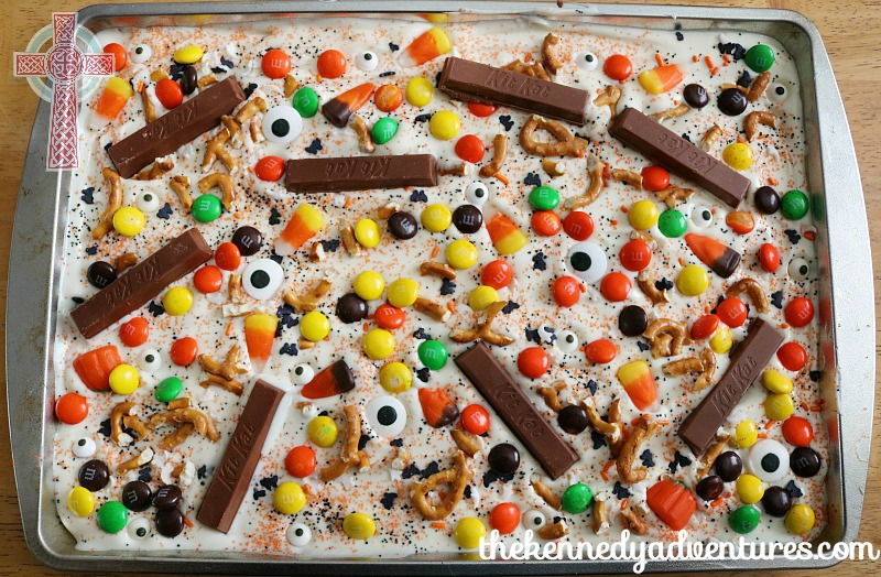 Halloween Candy Bark - perfect for party treats or movie nights!