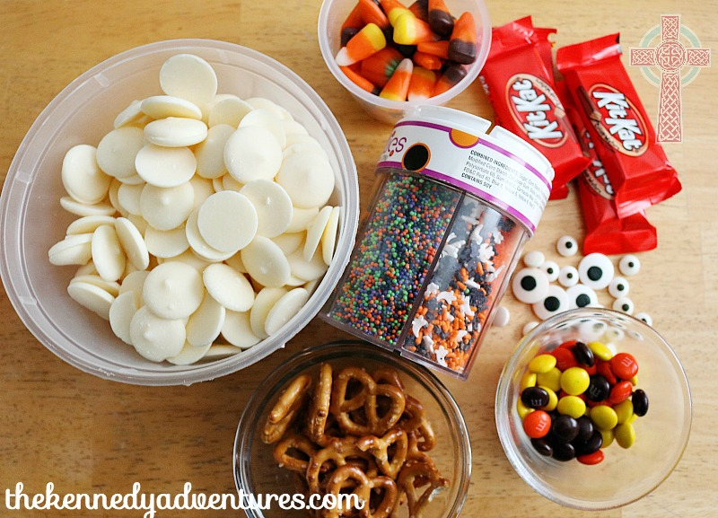 Halloween Candy Bark Ingredients - make this for your Halloween Party!