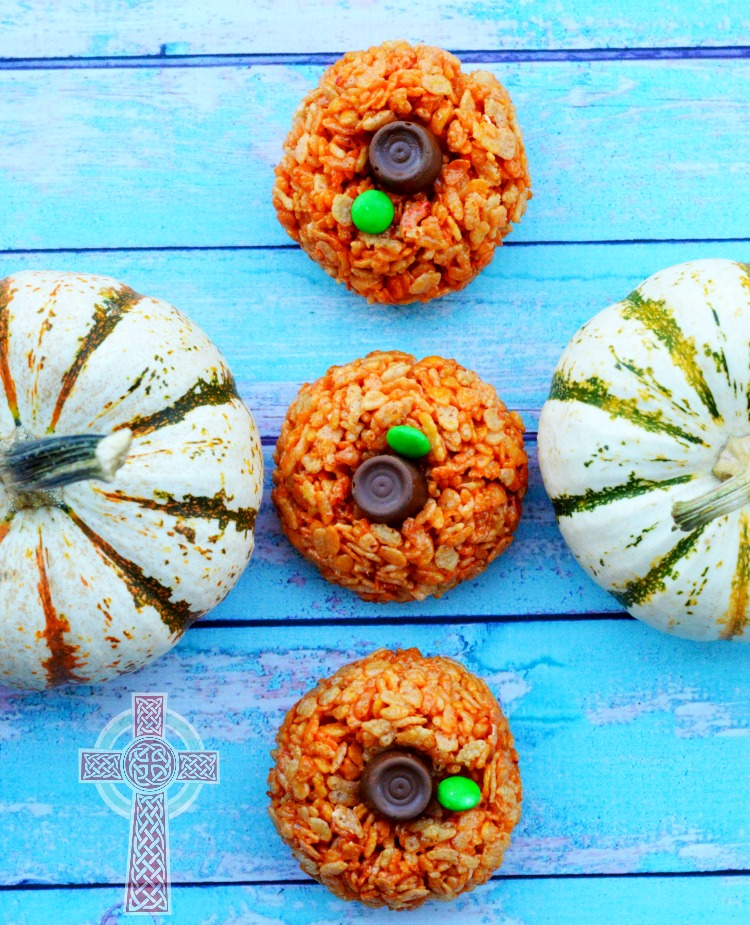 Pumpkin treats made from rice cereal -- super simple and perfect for fall get togethers
