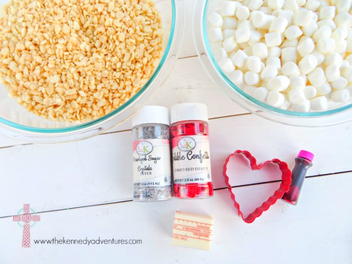 Looking for Super easy Valentine's Day treats for your kids? These are our FAVORITE!