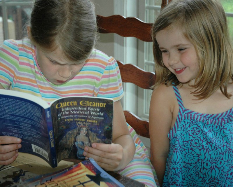 Worried about homeschool history with a big family Don't stress! Teaching history through literature works beautifully for multiple ages.